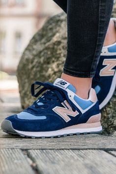 Talking about New Balance always means talking about the 574 model as well. New Balance 574, New Balance Women, New Balance Shoes, Girls Sneakers, Shoes Sneakers, Zapatillas New Balance, Baskets, Pijamas Women, Sneaker Stores