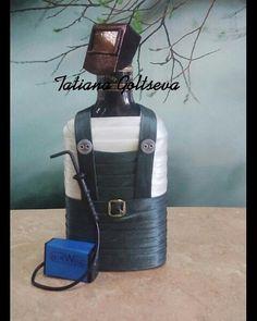 3 отметок «Нравится», 1 комментариев — Tatiana Goltseva (@podarki_rf) в Instagram: «Вот такой очароваш Сварщик…» Altered Bottles, Bottle Art, Glass Bottles, Diy And Crafts, Wine, Chin Chin, Job 1, Gifts, Decorated Wine Bottles