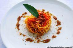 Daniela&Diocleziano: Linguine con peperoni , salsa ai cipollotti e muddica atturata