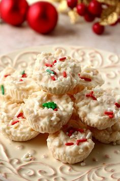 Coconut Crunch Chocolate Cups Recipe - a super easy homemade candy recipe for white chocolate and coconut lovers! You will love these crunchy cups! Chocolate Coconut Cookies, White Chocolate Recipes, Chocolate Cups, Chocolate Candies, Candy Recipes, Sweet Recipes, Holiday Recipes, Dessert Recipes, Christmas Recipes
