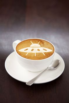 UFO :) coffee art (: Why does this look so... Flawless. Pretty cool! art café