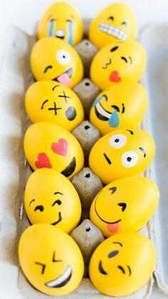 Make happy: Emoji Easter eggs. Make happy: Emoji Easter eggs. Emoji Easter Eggs, Making Easter Eggs, Easter Egg Crafts, Easter Bunny, Easter Decor, Easter Centerpiece, Bunny Crafts, Easter Ideas, Rock Crafts