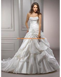 Romantische klassische Brautkleider aus Satin mit Kapelle