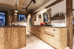 The Kitchen Club - Showroom Küche in Altholz by Reno4 Kitchen Club, Kitchen Island, Showroom, Vanity, Bathroom, Home Decor, Old Wood, Island Kitchen, Dressing Tables