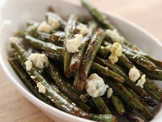 Sauteed Green Beans with Lemon and Blue Cheese recipe from Pioneer Woman Ree Drummond via Food Network Sauteed Green Beans, Lemon Green Beans, Sauteed Greens, Side Dish Recipes, Vegetable Recipes, Bean Recipes, Veggie Food, Pioneer Woman Green Beans, Food Network Recipes