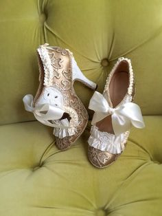 Marie Antoinette Costume Shoes High Heel Shooties Party Fantasy Pumps Champagne Antique Gold Ivory Lace Ruffle Wedding Bridal Heels Booties