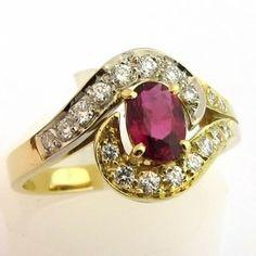 Bague de fiançailles vintage en or rubis et diamants .http://www.bijoux-bijouterie.com/ #bijou #rubis