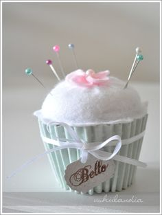 So cute: How to make a cupcake pin cushion.