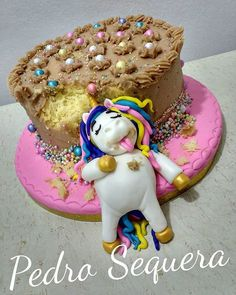 This adorable comatose unicorn cake blew up on Instagram - https://unicornmermaid.com/2018/02/08/the-comatose-unicorn-cake-that-broke-instagram/