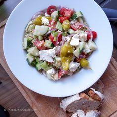 schnell gemachter Bauernsalat mit Bulgur. Sättigender und köstlicher Salat, geeignet fürs Büro, Picknick, Grillen oder die Couch :-)