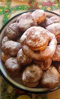 """""""Traditional Romanian doughnuts"""" These little puffy balls of delight are a typical home-cooked treat. The kind of thing mothers make t. Yeast Starter, Oil For Deep Frying, Chocolate Spread, Romanian Food, Dough Balls, Vanilla Essence, Sour Cream, Treats, Cooking"""