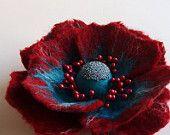 Main feutré Fleur broche, bijoux de feutre de laine, feutré fleur coquelicot Pin, Red & Turquoise « un petit peu différent coquelicot » (fabriqués sur commande)