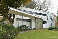 Walter Gropius and Bauhaus Architecture - Architectural Digest Architecture Classique, Bauhaus Architecture, Types Of Architecture, Minimalist Architecture, Classical Architecture, Architecture Design, Landscape Architecture, Landscape Design, Walter Gropius