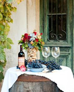 Autumnal colours for italian country chic wedding: great idea for a guest wine bar to enter the ceremony or pre reception