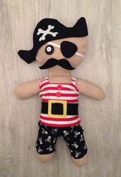 Omdat ik de taak van tante zijn heel erg serieus neem, vind ik het altijd weer leuk om mijn nichtje en neefjes te verrassen met wat eigen gemaakte creaties ;) Dit piraatje is alvast voor kerst. Mijn