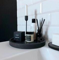 Bathroom Counter Decor, Black Bathroom Decor, Man Bathroom, Concrete Bathroom, Black Decor, Bathroom Vanity Tray, Bathroom Candles, White Bedroom Decor, Vanity Decor