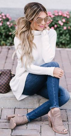 awesome outfit / white cashmere sweater skinnies heels