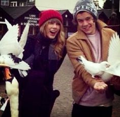 Taylor & Harry in London today :) this is so cute