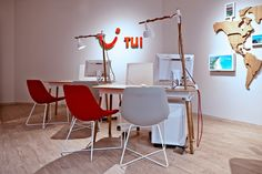 KDesign Architekci | TUI – nowy koncept biur podróży Dining Table, Office Desk, Decor, Interior Design, Furniture, Table, Home, Interior, Home Decor