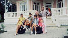 توضیح عکس: تعطیلات تابستانی محمدرضا شاه، فرح دیبا و فرزندانشان در نوشهر. تاریخ: ژوئیه سال ۱۹۷۵.