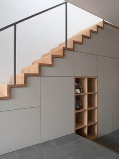 modern custom under stairs storage Every home needs decluttering every once in a while. To do so, get here some really great home storage solutions for different parts the house. Home Stairs Design, Interior Stairs, House Design, Stair Design, Staircase Storage, Stair Storage, Storage Under Stairs, Mt Design, Home Storage Solutions