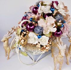 Holiday Floral Arrangement // Wicker Sleigh by BloomingGoddess, $129.00