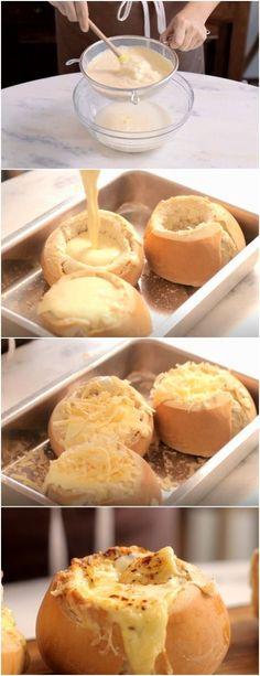 Creme de Milho no Pão é ideal para os dias mais frios e preguiçosos. #pão #milho #receita #gastronomia #culinaria #comida #delicia #receitafacil Nutella, Cheese, Salty Snacks, Snacks, Delicious Recipes, Homemade Cornbread, Cream Of Corn, Meals, Soups