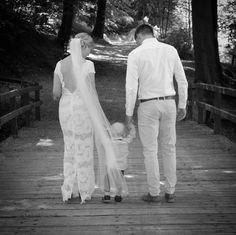 Wedding photo. Casual groom.