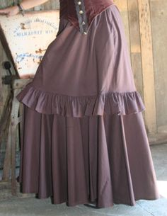 I know I could make something like this. Hmmm...the little ruffle could be pleats...