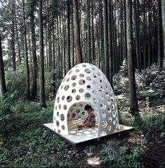 Kazuya Morita / The Concrete Pod House, micro-space furniture for private and public use made of extremely thin concrete Outdoor Play, Outdoor Rooms, Outdoor Decor, Cubby Houses, Play Houses, Cool Diy, Atelier Architecture, Concrete Architecture, Beton Design