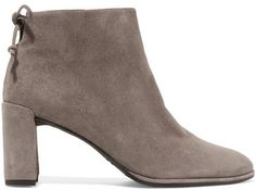 Stuart Weitzman's 'Lofty' boots are inspired by vintage styles. Made from supple suede in a versatile mushroom shade, this pair has a flattering almond toe and a leather drawstring that ties at the back of the ankle. Wear yours with jeans or dresses.