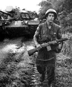 This Discovered Camera Shows Never Before Seen Photos From The Vietnam War Vietnam History, Vietnam War Photos, Military Photos, Military History, American War, American History, American Freedom, American Idol, Usmc