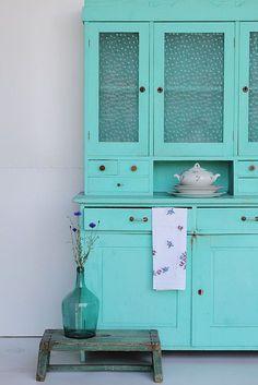 Lovely turquoise vintage cabinet from De Vintageloods