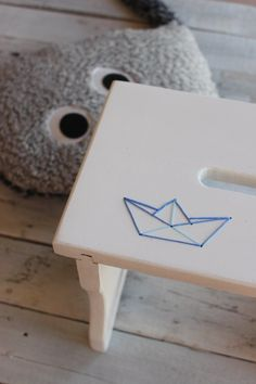 embroidered stool diy
