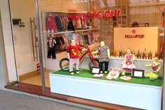 exhibidores para locales de ropa, muebles a medida para vidrieras de locales