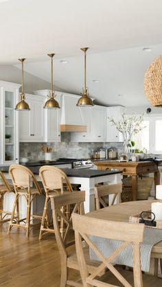 White Kitchen Cabinets, Kitchen Redo, Kitchen Styling, Kitchen Remodel, Kitchen Ideas, Hamptons Style Homes, Hamptons House, The Hamptons, Interior Design Kitchen