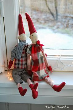 Kuistin kautta: Joulukalenteri 5/24: Lumen ja auringon valaisema kuisti Magical Christmas, Christmas Elf, Winter Christmas, Before Christmas, Christmas Crafts, Christmas Decorations, Xmas, Holiday Decor, Scandi Style