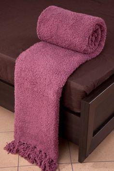 Vresová deka Szet je dostupná v dvoch rozmeroch: 70x150 alebo 170x210 cm.