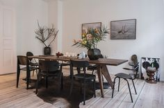 neutral modern dining = wood table + black chairs