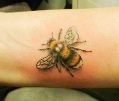 Image from https://secretinktattoo.files.wordpress.com/2015/02/bumble-bee-tattoo-realistic-bee-white-tailed-bee-coloured-tattoo-nature-tattoo-secret-ink-truro-cornwall-best-tattooist-bug-tattoos.jpg.