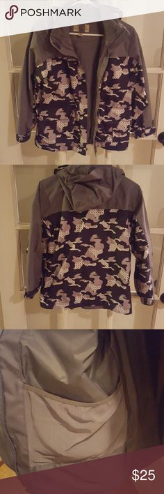 Cabelas Camo Weatherproof Jacket. Shell is made of 100% Polyester and the Lining is 100% Nylon. This is for the outdoor ladies. Size does run like a Small cabelas Jackets & Coats Utility Jackets