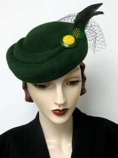 1940's French Sculpted Toque/Emerald by ThistleCottageStudio