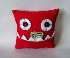 Red Tooth Fairy Pillow or Gift Card and Money Holder by meggiebabe (Etsy) Christmas Crafts For Gifts, Diy Crafts For Kids, Fun Crafts, Craft Ideas, Sewing Crafts, Sewing Projects, Sewing Ideas, Green Teeth, Tooth Fairy Pillow