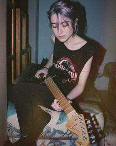 Grunge Style, Grunge Girl, Soft Grunge, Music Aesthetic, Aesthetic Grunge, Aesthetic Girl, Grunge Photography, Tumblr Photography, Photography Music