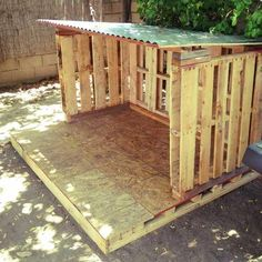 DIY Outdoor Tiny Pallet playhouse | Pallet Furniture Plans This would be great for the dogs Vickie Walker
