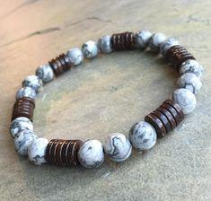 Bracelet composé de haute qualité naturelle carte Jasper rond diamètre 8 mm avec noix de coco bois 8mm perles Heishi. S'il vous plaît mesurer votre tour de poignet exact avec ruban à mesurer et choisir cette taille dans le menu déroulant d'option. Lorsque vous effectuez votre bracelet,