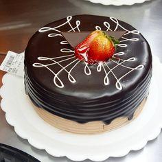 Torta de Chocolate com Morango #tortaspolos (em Polos Pães e Doces)
