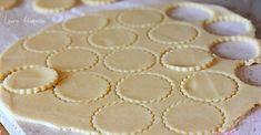 Biscuiti cu mere detaliu preparare Fresco, Biscotti, Pie, Cookies, Desserts, Wafer Cookies, Cake, Torte, Crack Crackers