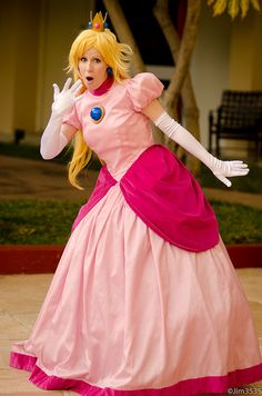 This was such a fun costume to make and wear. I worked closely with ~Elrowiel when making this. She was making . Princess Peach is Shocked! Mario Cosplay, Cute Cosplay, Halloween Cosplay, Amazing Cosplay, Halloween 2017, Halloween Ideas, Halloween Costumes, Cool Costumes, Costumes For Women