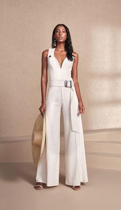 Macacões! Looks incríveis! arrase com estilo! White Fashion, Look Fashion, Trendy Fashion, Girl Fashion, Fashion Dresses, Womens Fashion, White Crop Top Outfit, Crop Top Outfits, Casual Outfits